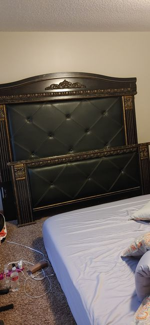 King size Ashley bedroom set for Sale in Wichita, KS