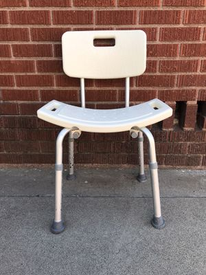 Bathtub chair ( for people who have issues standing up for very long ) for Sale in Long Beach, CA