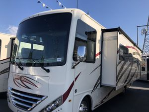 2020 29ft Class A motorhome - Outside kitchen model - 29M Thor Hurricane for Sale in Victorville, CA