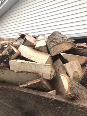 Oak thick chunky Slabwood $25 a 6 foot bobcat scoop for Sale in Wellington, OH