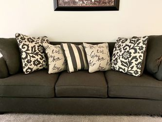 Sofa With Queen Pull Out Bed for Sale in Edgewood,  FL