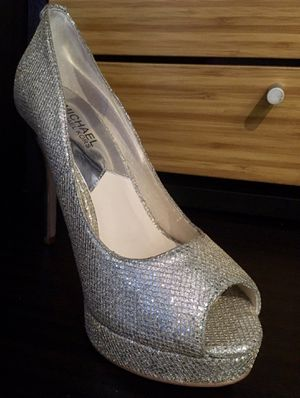 MICHAEL KORS SHOES (7 1/2) for Sale in Tampa, FL