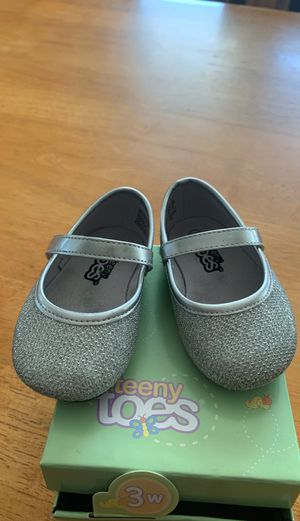 Toddler Size 3w silver dress shoes for Sale in Cromwell, CT