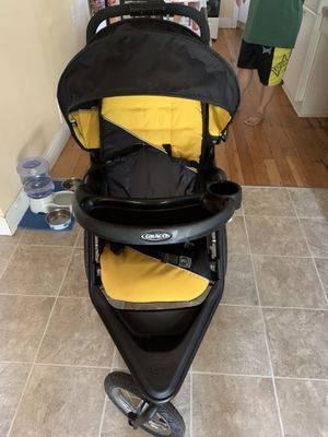 Graco Jogging Stroller with car seat for Sale in West Linn, OR