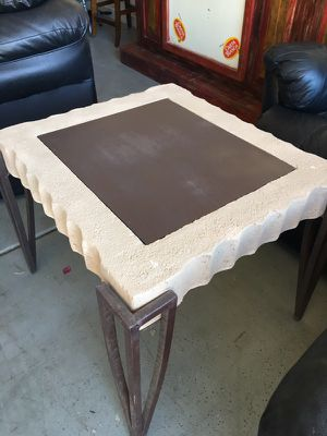 End table or small coffee table for Sale in Chandler, AZ