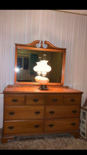 1940s to 1950s maple dresser with mirror for Sale in Fremont, CA