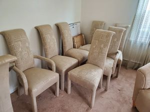 Gently Used Dining Room Table and Chairs for Sale in Mount Laurel Township, NJ