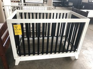 White and black baby crib for Sale in Mesquite, TX