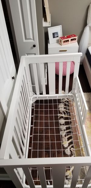 Baby crib w/mattress for Sale in Carol Stream, IL