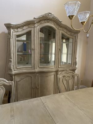 New Antique White China Cabinet withTouch Light for Sale in Miramar, FL