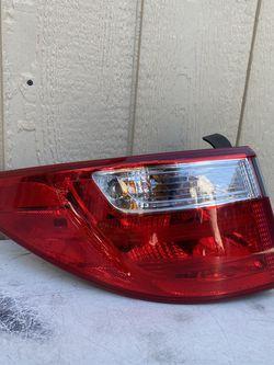 2013-2016 Hyundai Santa Fe Tail Light Left Side OEM for Sale in Gardena,  CA