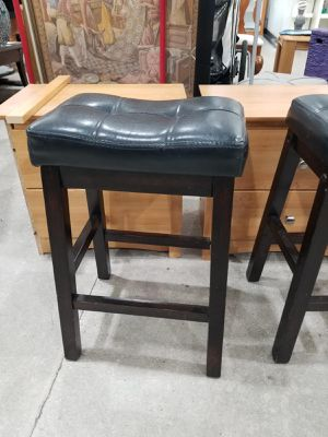 Two black/chocolate bar stool for Sale in Miami, FL