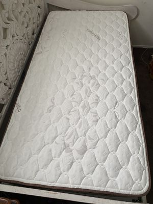 Twin size bed for Sale in Long Beach, CA