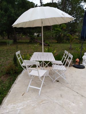 Patio furniture set plus umbrella for Sale in Lehigh Acres, FL