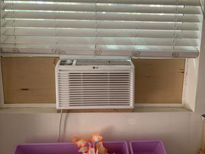 2 window AC units both work great for Sale in Wrightwood, CA