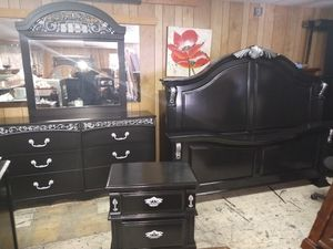 King size bedroom set $525 for Sale in Columbia, SC