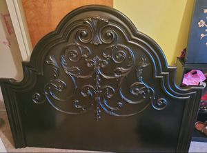 Beautiful Black Queen Bedframe from Levin for Sale in Coraopolis, PA