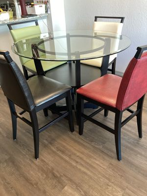 Round Kitchen Table Set with 4 Barstools for Sale in Hialeah, FL