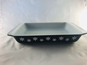 BLACK W/ SNOWFLAKES VINTAGE ~RARE PYREX for Sale in San Antonio, TX