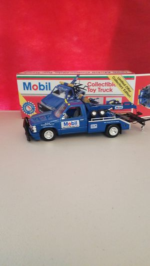 MOBILE COLLECTIBLE TOW TRUCK. for Sale in Corona, CA