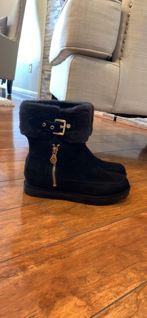 Guess women boots size 6 worn once like new. for Sale in Dearborn Heights, MI