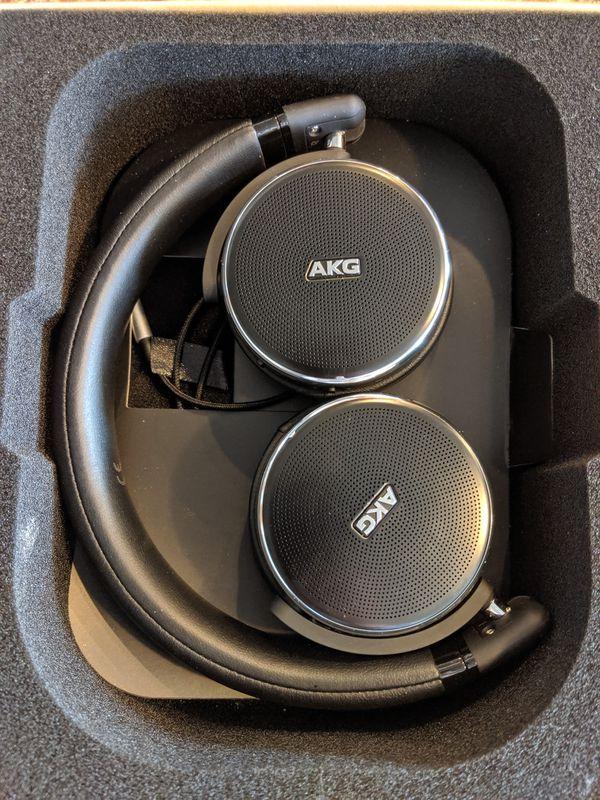 AKG noise cancelling Headphones N60NC wireless Bluetooth