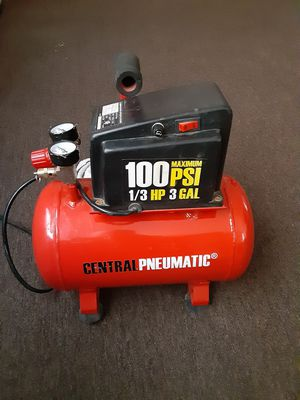 central pneumatic 100 PSI air compressor for Sale in Bakersfield, CA