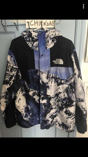 Supreme north face size medium for Sale in Kettering, MD