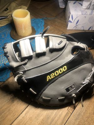 Wilson A2000 Right Hand Baseball glove for Sale in Los Angeles, CA