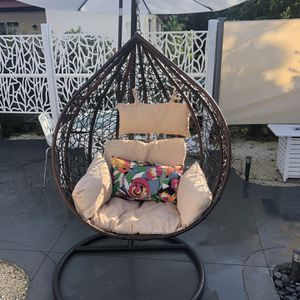 Outdoor Patio BIG Swing Chair With Cushions Brown for Sale in Miami Gardens, FL