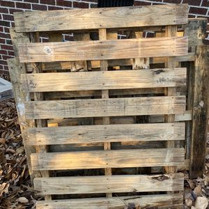 3 Pallets Free for Sale in Virginia Beach, VA