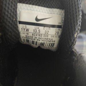 Kids Nike Shoes Size 1 for Sale in Phoenix, AZ