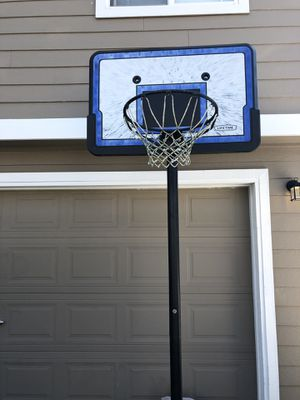 Lifetime 48 Youth Portable Basketball System for Sale in Everett, WA