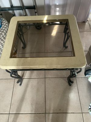 Glass end table for Sale in Fort Myers, FL