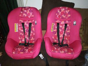 Baby car seat! Only 2 yrs. old. Rear & Forward Facing. $43.00 each. for Sale in Toledo, OH