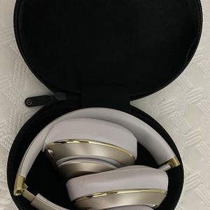Beats Studio Wireless Gold Headphones for Sale in Chicago, IL