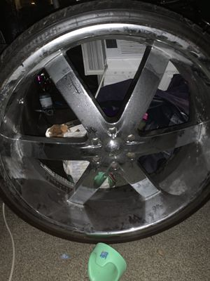 28s U2s. Good rims just one bent but got it fix!! All hold air won't last! Get them Now!! for Sale in Chicago, IL
