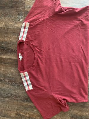 Burberry Tee for Sale in Columbus, OH