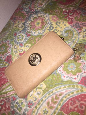 Michael kors wallet for Sale in Payson, AZ