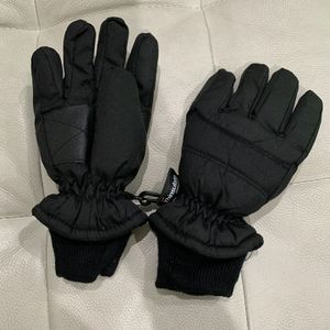 Kids Cold Weather/ Snow Gloves Fits Sizes 3-6 Years Old ( In New Condition ) for Sale in Kent, WA