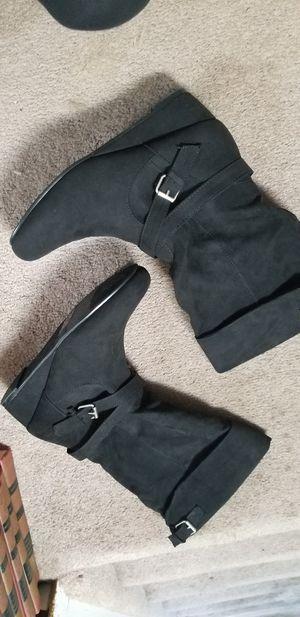 Size 5 women's boots for Sale in FSTRVL TRVOSE, PA