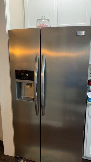 Frigidaire Gallery refrigerator for Sale in CONCORD FARR, TN