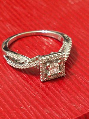 14k White Gold Natural .55ctw Diamond Engagement ring for Sale in Costa Mesa, CA