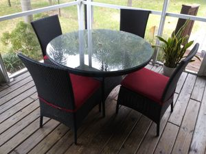 Table and chairs for Sale in Pompano Beach, FL