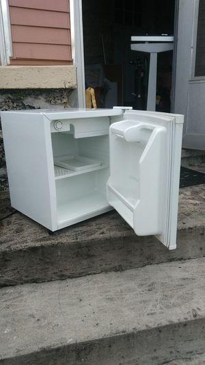 Daewoo mini fridge for Sale in Hollywood, FL