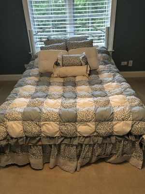 Full size bedspread for Sale in Marengo, IL