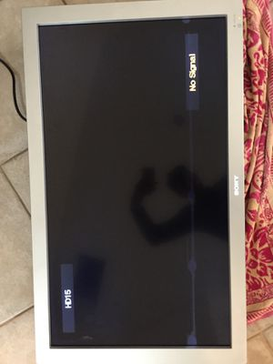 Sony flat white display monitor 40 inch has pixelation problem can be fixedBut when watching TV can hardly be seen unless it's on Black for Sale in Fort Lauderdale, FL