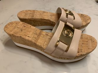 Michael Kors BRAND NEW pale pink Warren platform sandals - size 9.5 for Sale in Smyrna,  TN