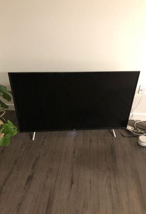 """TCL 55"""" Class 4-Series 4K UHD HDR Roku Smart TV (55S405) for Sale in Seattle, WA"""