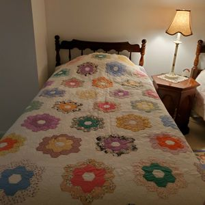Handmade Quilt – Twin or Throw Pentagon Flower Design for Sale in Pittsburgh, PA